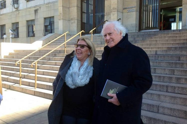 Elisa Carrió y Pino Solanas, esta mañana cuando fueron a ratificar su denuncia contra Milani.