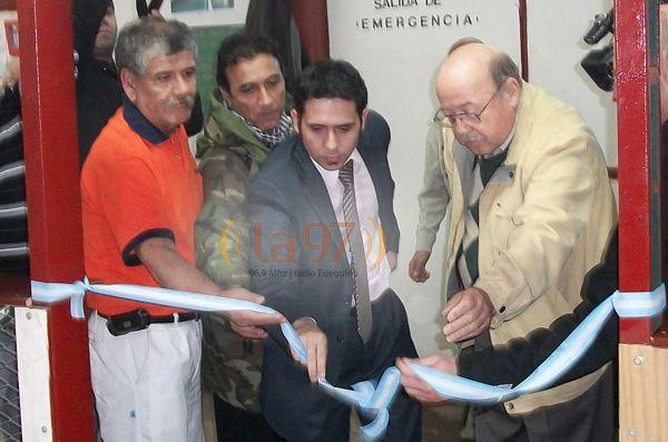 SUEÑO CUMPLIDO. Eduardo Gonzalez (a la izq.), en la inauguración del club Los Ñires.