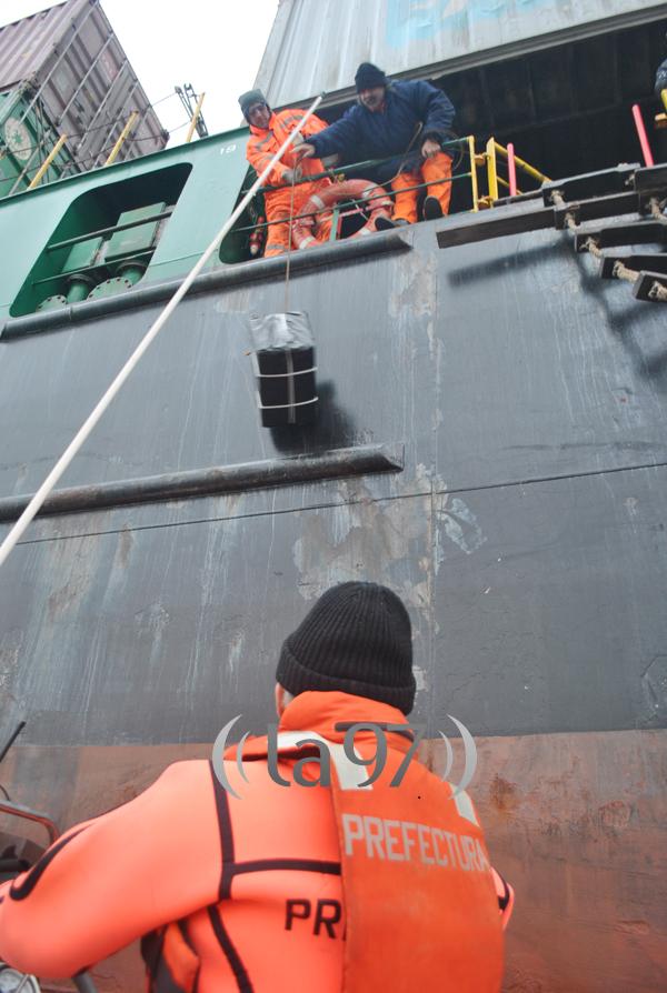 Entrega del repuesto al buque