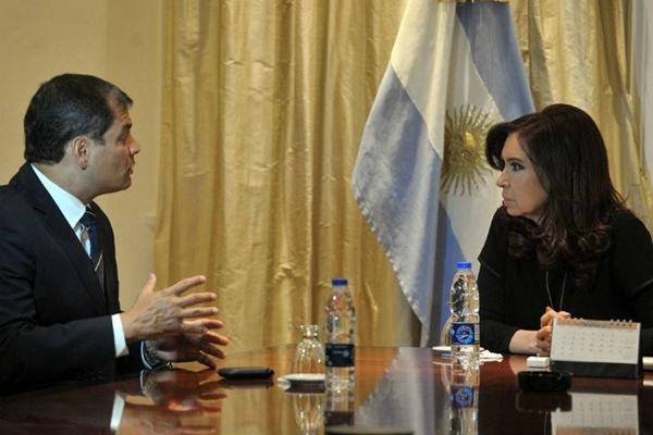 El jefe de Estado ecuatoriano, Rafael Correa, se reunió esta noche en la quinta de Olivos con la presidenta Cristina Fernández de Kirchner.