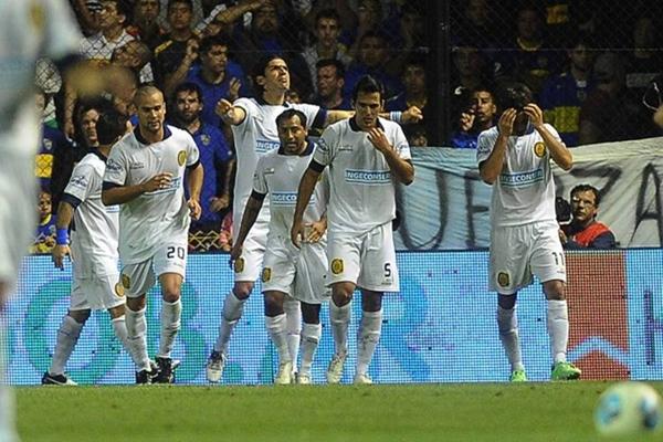 Sebastián Abreu entró en el complemento y enmudeció a La Bombonera con su gol.