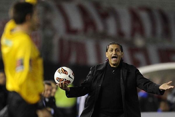 Ramóno no vive una buena temporada en su relación con los árbitros.