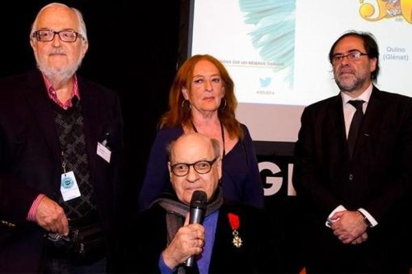 El dibujante de 81 años, acompañado de su mujer, Alicia, y sus editores argentinos, Kuki Miler y Daniel Divinsky.