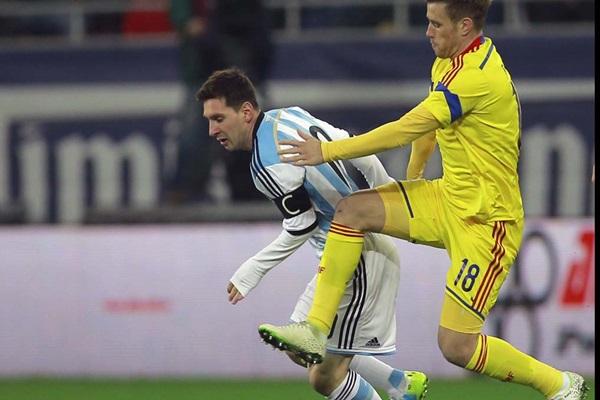 Lionel Messi, Mihai Pintilii