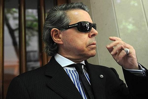 Norberto Oyarbide no está bancarizado. Sólo contabilizando sus almuerzos gastaría todo su sueldo en restaurants de Puerto Madero.